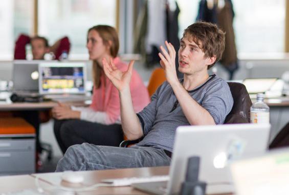 Ein Student der Axel Springer Akademie